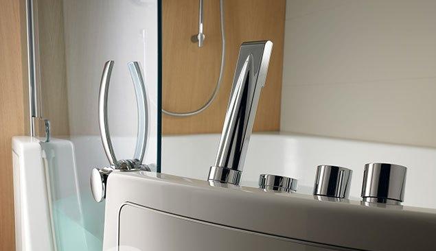 Combin baignoire douche combinaison entre une baignoire for Teuco baignoire
